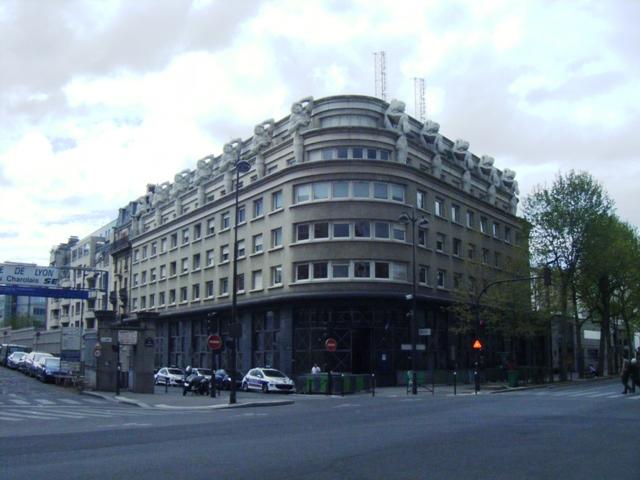 Hôtel-de-Police-du-12eme-avenue-Daumesnil