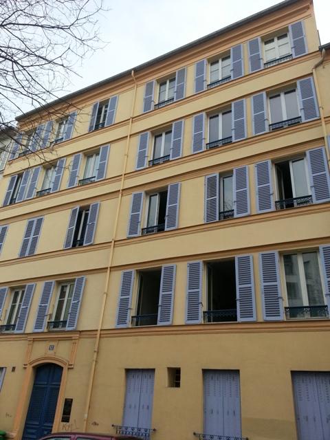 immeuble violet et jaune rue maison blanche paris maman moi. Black Bedroom Furniture Sets. Home Design Ideas