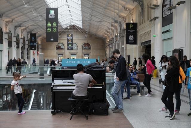 Concours piano dans 100 gares #AVousDeJouer