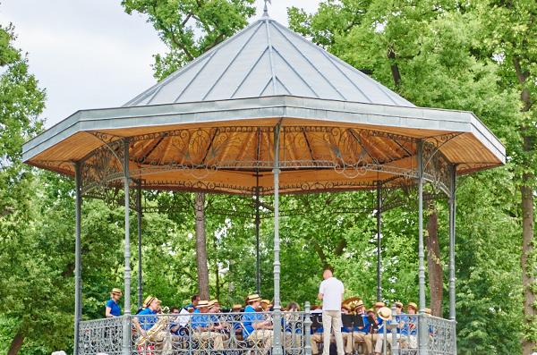 Musique et concerts de plein air font leur retour au - Pavillon des oiseaux jardin d acclimatation ...